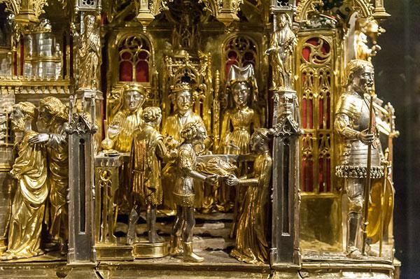 L'arca processionale con le ceneri del Battista